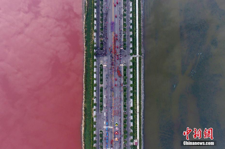 TQ: Hồ nước muối cổ đại bỗng chuyển màu hồng bí ẩn - 3