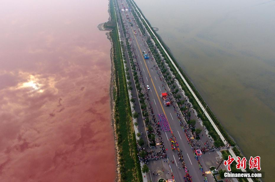 TQ: Hồ nước muối cổ đại bỗng chuyển màu hồng bí ẩn - 2