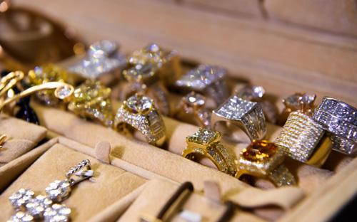 Choáng với tủ đồ kim cương của Đàm Vĩnh Hưng - 2