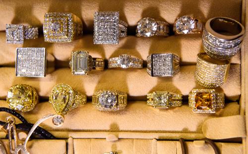 Choáng với tủ đồ kim cương của Đàm Vĩnh Hưng - 3