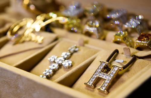 Choáng với tủ đồ kim cương của Đàm Vĩnh Hưng - 5