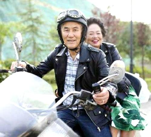 Cảm phục cụ ông giúp vợ ung thư vui vẻ lúc cuối đời - 4