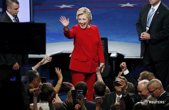 Tranh luận trực tiếp: Bà Clinton phản đòn, lấn lướt Trump - 2