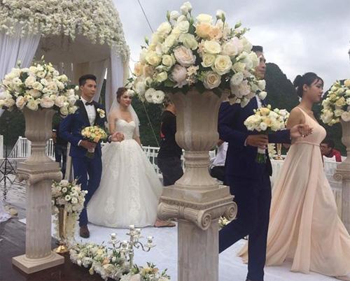 Hương Giang Idol bất ngờ bị lộ ảnh hôn lễ trên du thuyền - 4