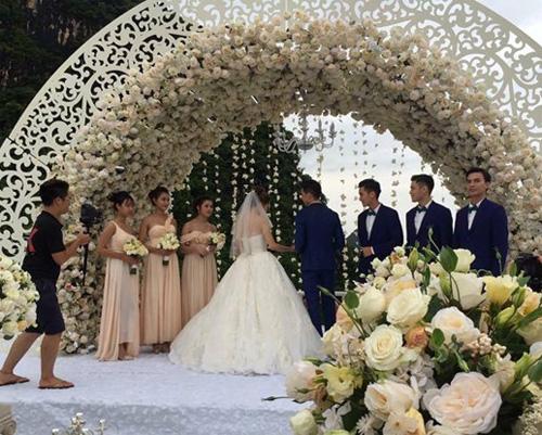 Hương Giang Idol bất ngờ bị lộ ảnh hôn lễ trên du thuyền - 5