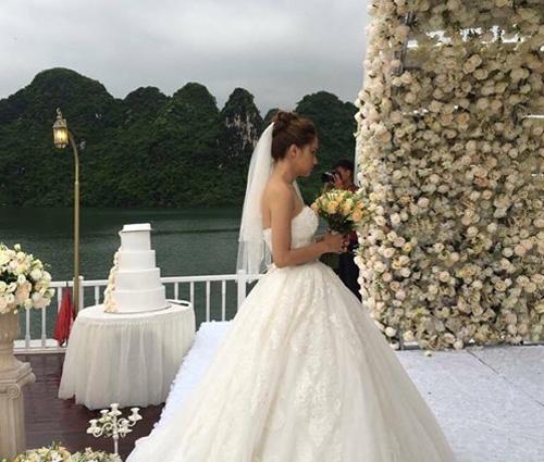 Hương Giang Idol bất ngờ bị lộ ảnh hôn lễ trên du thuyền - 3