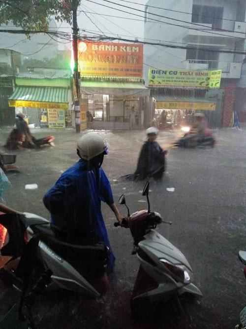 Thực hư bé gái bị nước cuốn mất tích trên phố Sài Gòn - 2