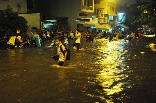 Thực hư bé gái bị nước cuốn mất tích trên phố Sài Gòn - 3