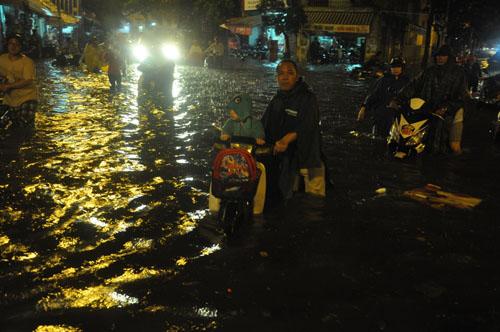 Thực hư bé gái bị nước cuốn mất tích trên phố Sài Gòn - 4