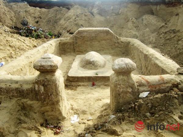 """Ngôi mộ """"lạ"""" trước khu vực di chỉ văn hóa đình làng Khuê Bắc - 1"""
