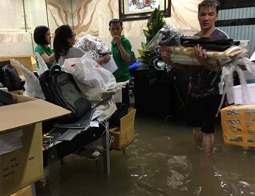 Biệt thự 60 tỷ của Mr Đàm bừa bộn sau trận mưa lịch sử - 1