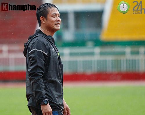 """ĐT Việt Nam dầm mình trong """"biển nước"""" do Sài Gòn mưa to - 11"""