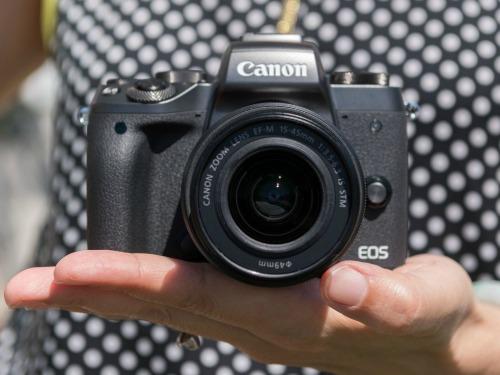Canon EOS M5 - camera không gương lật đầu tiên của Canon - 1