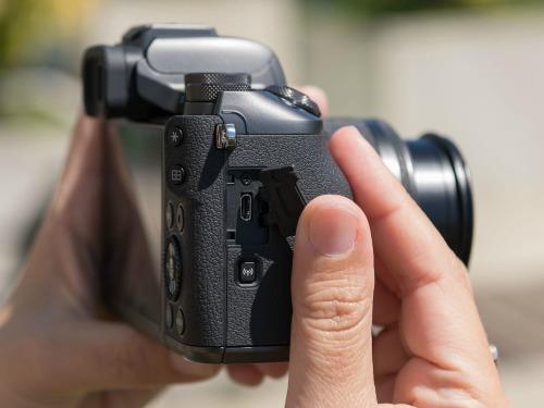 Canon EOS M5 - camera không gương lật đầu tiên của Canon - 9