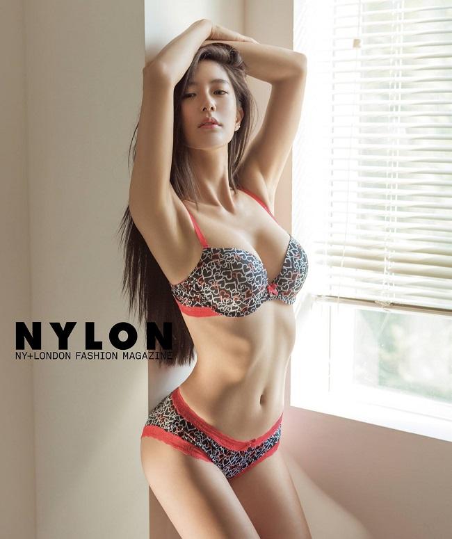 """Người mẫu thường xuyên xuất hiện trên các tạp chí thời trang có tiếng ở Hàn Quốc. Clara được liệt vào danh sách những cô nàng  """" it girl """"  (những cô nàng sành điệu có khả năng thay đổi xu hướng thời trang) ở Hàn hiện nay."""