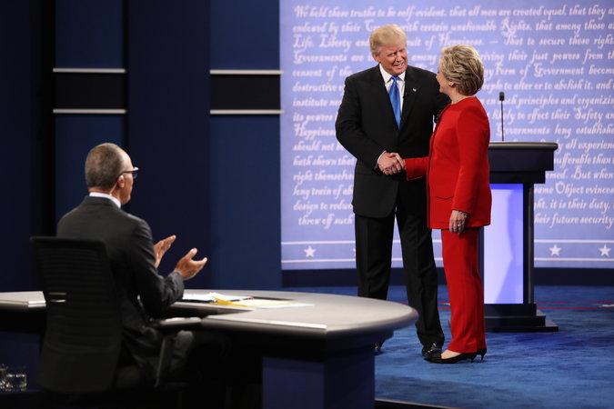 Dân mạng Mỹ chế giễu màn khẩu chiến Trump-Clinton - 1