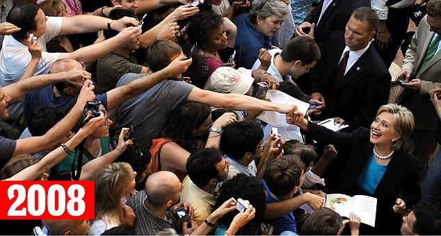 """Sự thật bức ảnh """"cả thế giới quay lưng"""" với bà Clinton - 2"""