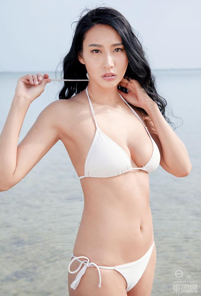 Trang Đoan Nhi (Xenia Chong) sinh năm 1981 tại Hong Kong và khởi nghiệp với vai trò người mẫu.