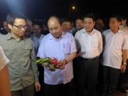"""Tin tức trong ngày - Thủ tướng bất ngờ """"vi hành"""" chợ Long Biên, ruộng rau HN"""