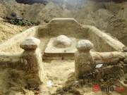 """Ngôi mộ """"lạ"""" trước khu vực di chỉ văn hóa đình làng Khuê Bắc"""