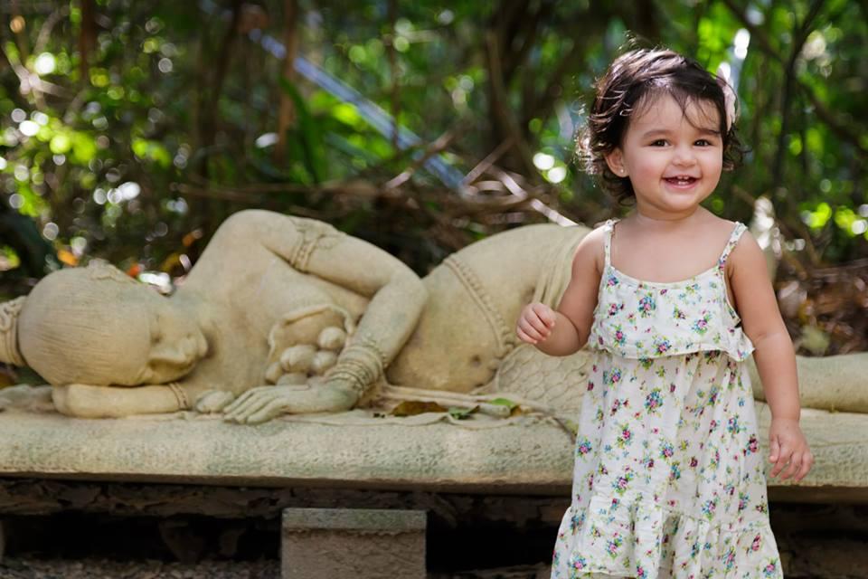 Bé gái 2 tuổi du lịch qua 30 nước cùng cha mẹ - 5