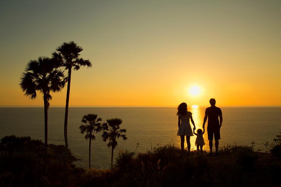Bé gái 2 tuổi du lịch qua 30 nước cùng cha mẹ - 6