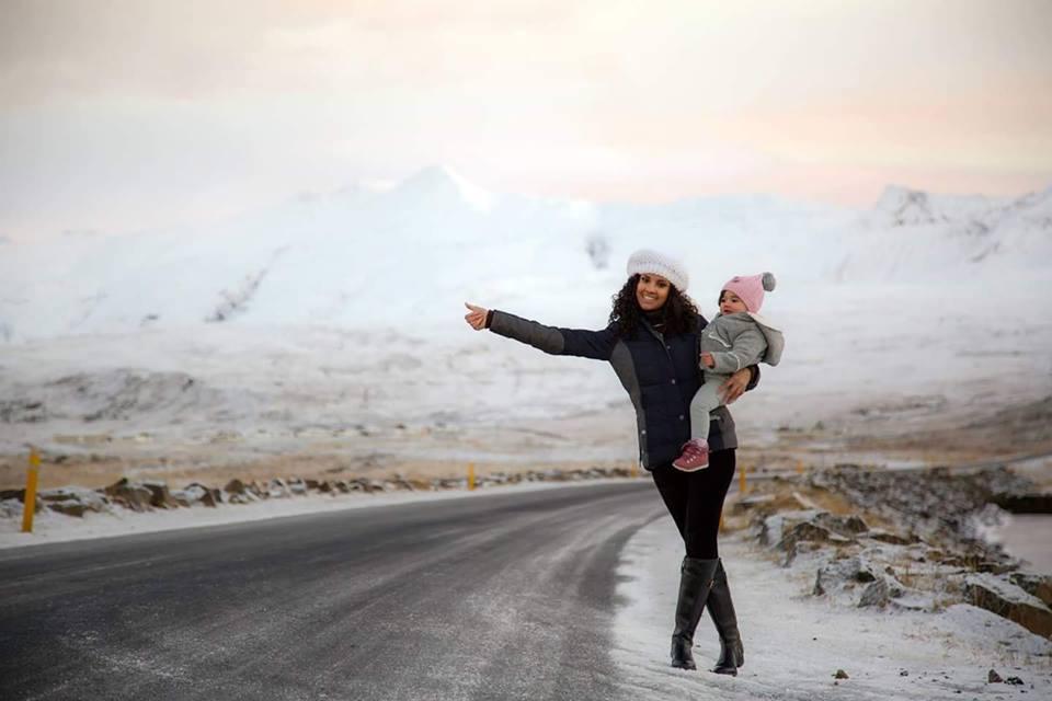 Bé gái 2 tuổi du lịch qua 30 nước cùng cha mẹ - 7