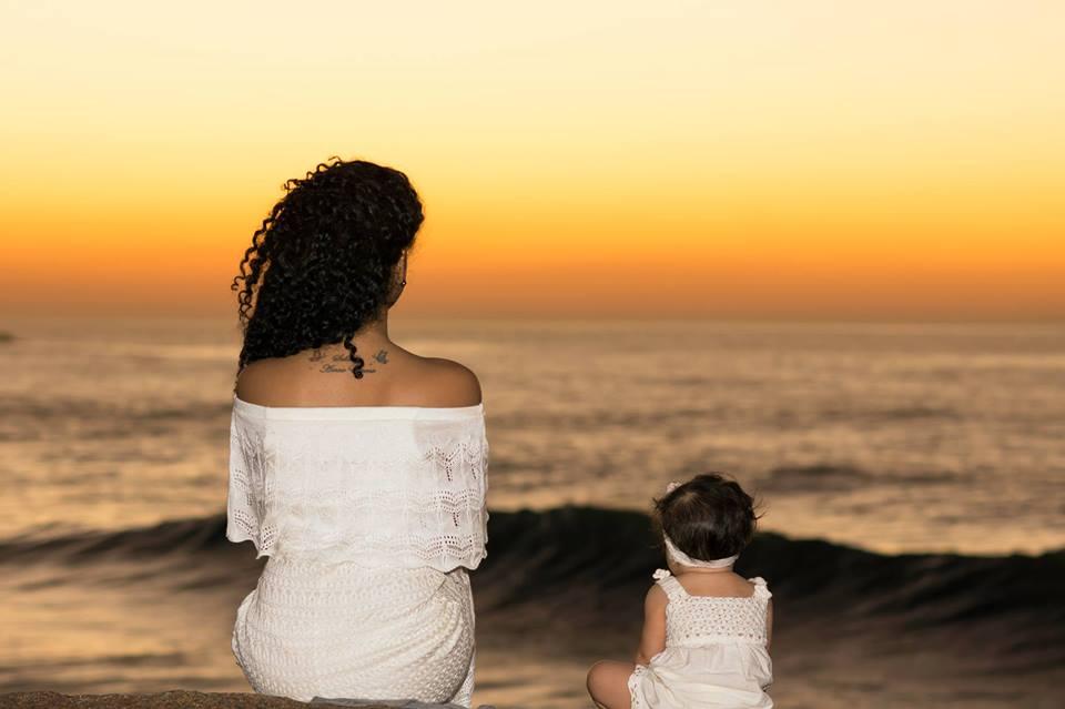 Bé gái 2 tuổi du lịch qua 30 nước cùng cha mẹ - 8