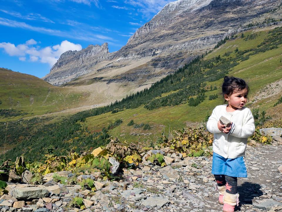 Bé gái 2 tuổi du lịch qua 30 nước cùng cha mẹ - 12