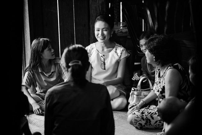 Ngọc nữ học giỏi nhất HHVN trở thành tiên nữ ở buôn nghèo - 3