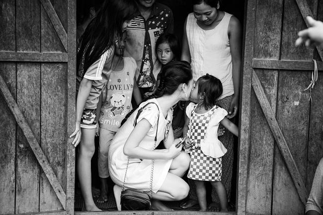 Ngọc nữ học giỏi nhất HHVN trở thành tiên nữ ở buôn nghèo - 2