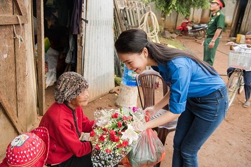 Ngọc nữ học giỏi nhất HHVN trở thành tiên nữ ở buôn nghèo - 4