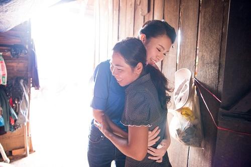 Ngọc nữ học giỏi nhất HHVN trở thành tiên nữ ở buôn nghèo - 8