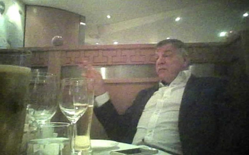 """HLV Allardyce bị """"đặt bẫy"""" và sức mạnh báo chí Anh - 2"""