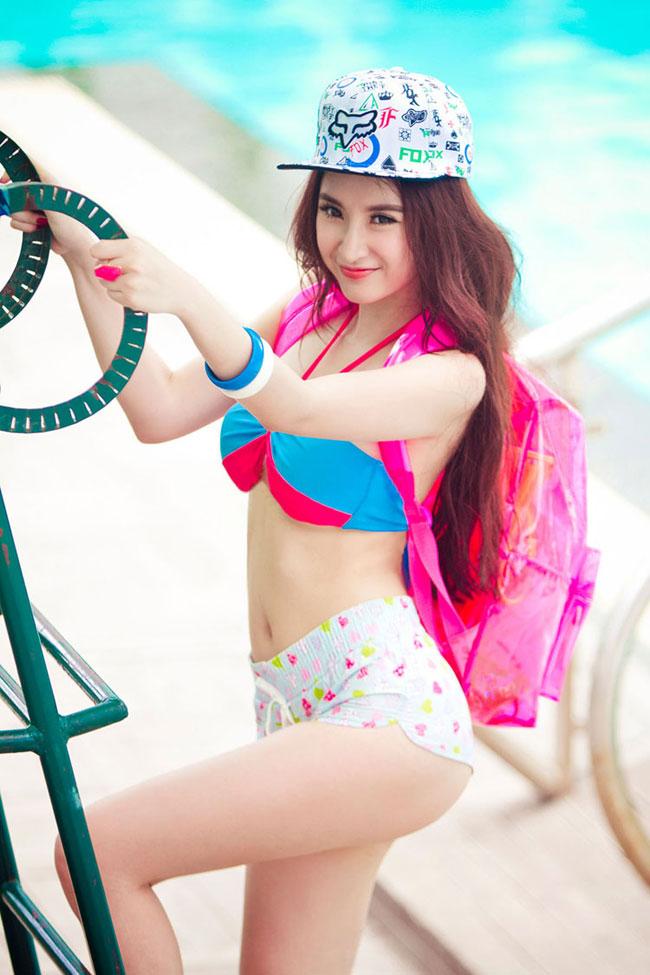 1. Lê Ngọc Phương Trinh hay còn được biết đến với nghệ danh Angela Phương Trinh, sinh năm 1995. Cô là một ca sĩ tự do, người dẫn chương trình, người mẫu ảnh và diễn viên điện ảnh nổi tiếng ở Việt Nam.