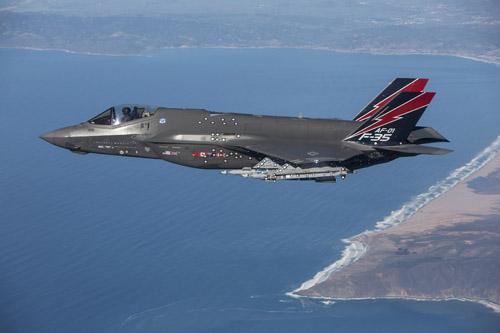 """Phi công Mỹ: F-35 """"xơi tái"""" chiến đấu cơ Nga, Trung Quốc - 1"""