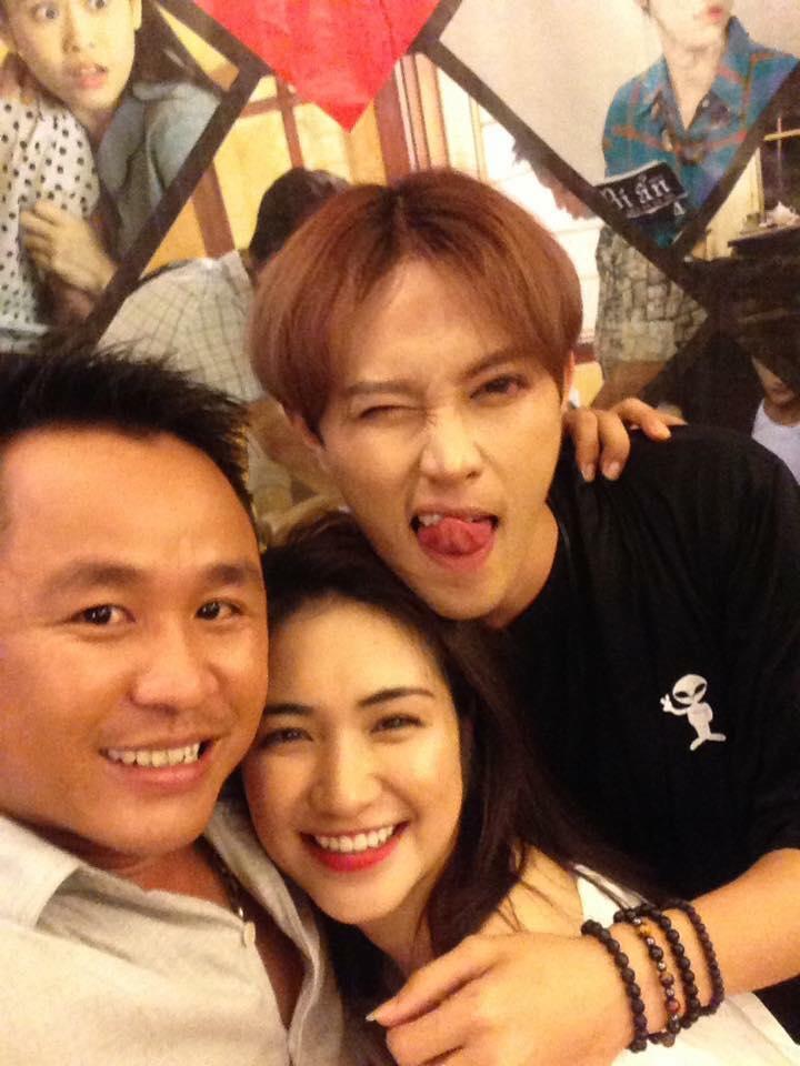 """Loạt ảnh thân mật của Hòa Minzy với """"trai lạ"""" khiến fan tò mò - 6"""