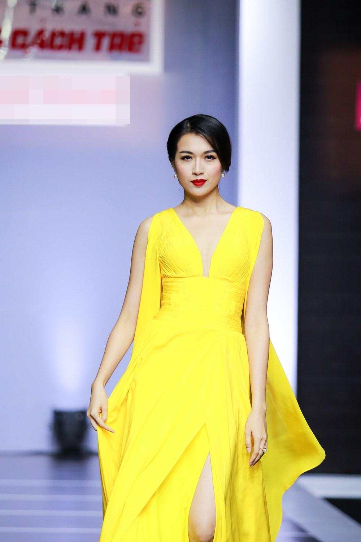 Dàn mỹ nữ Việt khoe đường cong gợi cảm với đầm dạ hội - 5