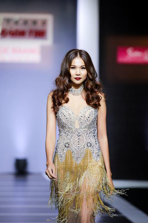 Dàn mỹ nữ Việt khoe đường cong gợi cảm với đầm dạ hội - 2
