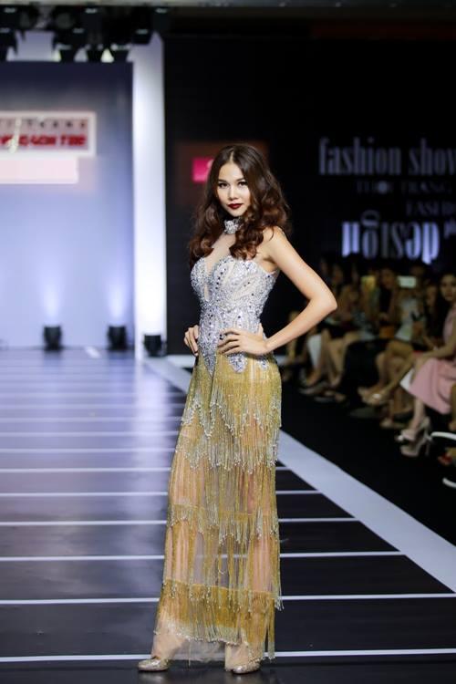 Dàn mỹ nữ Việt khoe đường cong gợi cảm với đầm dạ hội - 3