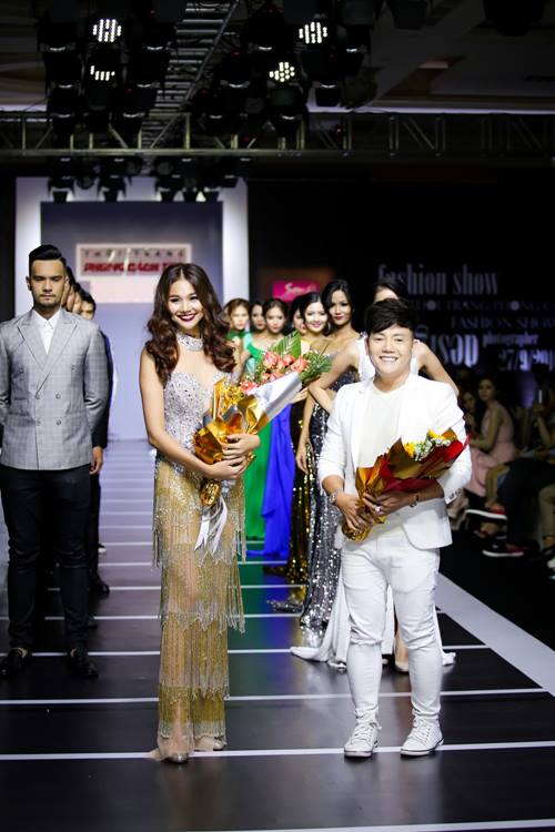 Dàn mỹ nữ Việt khoe đường cong gợi cảm với đầm dạ hội - 4