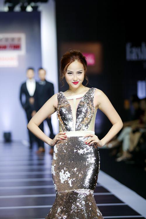 Dàn mỹ nữ Việt khoe đường cong gợi cảm với đầm dạ hội - 7