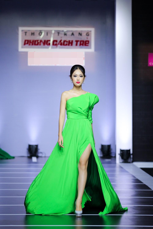 Dàn mỹ nữ Việt khoe đường cong gợi cảm với đầm dạ hội - 6