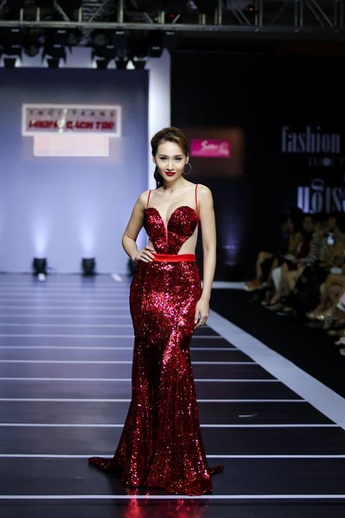 Dàn mỹ nữ Việt khoe đường cong gợi cảm với đầm dạ hội - 11