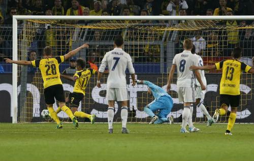 Sau 10 năm, Zidane tạo kỉ lục buồn khó tin với Real - 1