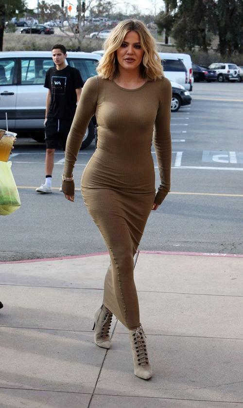 Hơn tuần ly hôn, Brad Pitt được cô đào nóng bỏng tán tỉnh - 4