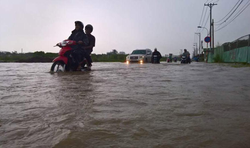 Mưa 30 phút, đường Sài Gòn đã thành sông - 2