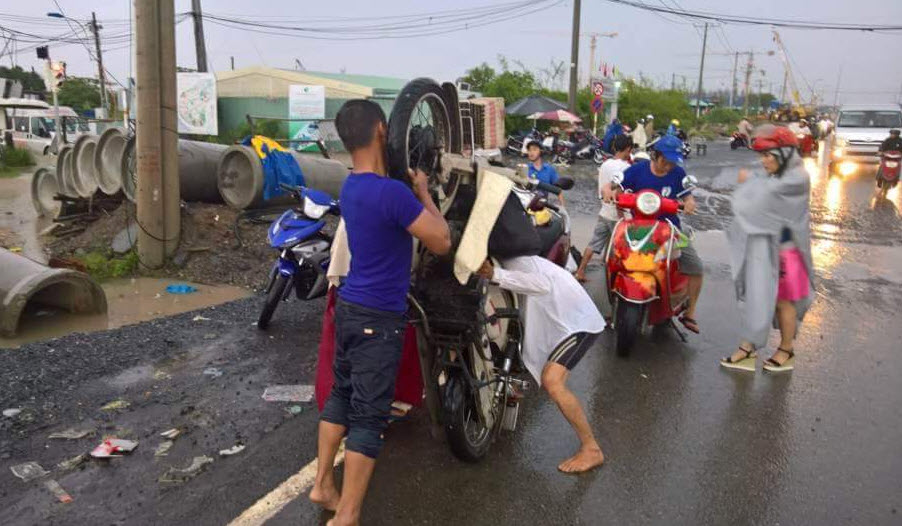 Mưa 30 phút, đường Sài Gòn đã thành sông - 3