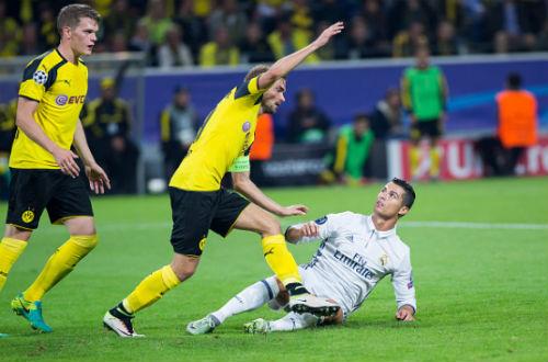 Trả đũa đối thủ, Ronaldo có nguy cơ bị cấm 3 trận - 1