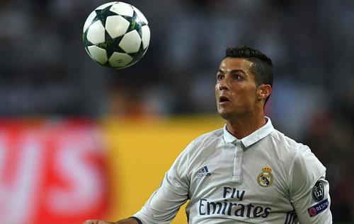 """Ronaldo khoe cơ bắp, tuyên bố phá """"lời nguyền"""" Cúp C1 - 2"""